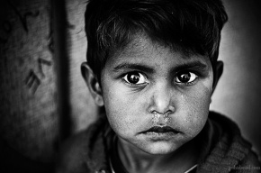 Black and white portrait of a young boy from Jaisalmer, Rajasthan