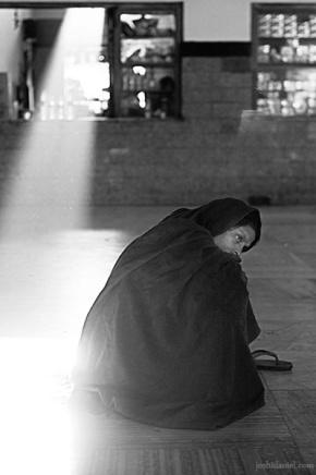 A lady sitting in desolation at Jodhpur railway station in Rajasthan