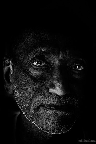 Black and white portrait of an old man from Kanchipuram in Tamil Nadu