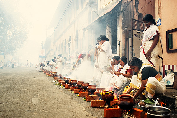 Women performing the Pongala ritual during the annual Attukal Pongala