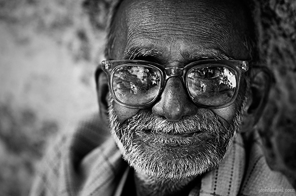 Black and white portrait of a smiling old man from Madurai in Tamil Nadu