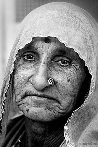 Black and white portrait of an old woman from Jaisalmer in Rajasthan
