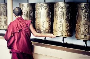 Buddhist monk rotating a mani Prayer Wheel at McLeod Ganj, Dharamsala, India