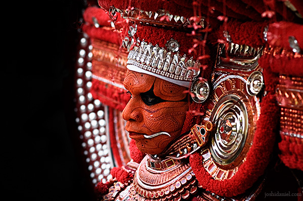 Portrait of muchilottu bhagavati theyyam performer