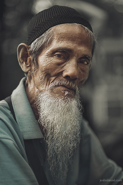 Portrait of a bearded old keychain seller in Bogor Botanical Garden, Indonesia