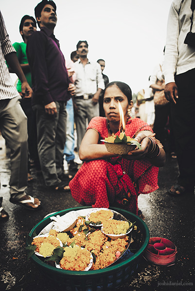 Portrait of a woman selling diyas (oil lamps) at Nashik Kumbh Mela