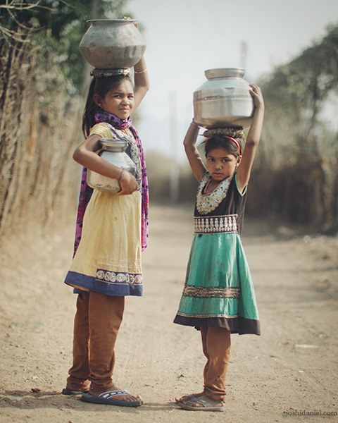 Children carrying water on their head in Hoshangabad, Madhya Pradesh, India